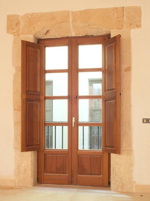 Euroland designs s l mallorca for Puertas para oficinas exteriores